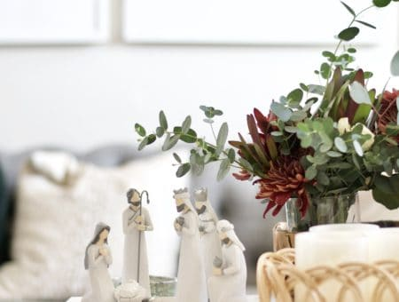 Simple nativity set. Classic Christmas Decor